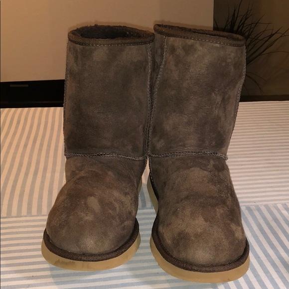 249f0bb55c6 UGG AUSTRALIA 5825 CLASSIC SHORT SHEEPSKIN BOOTS